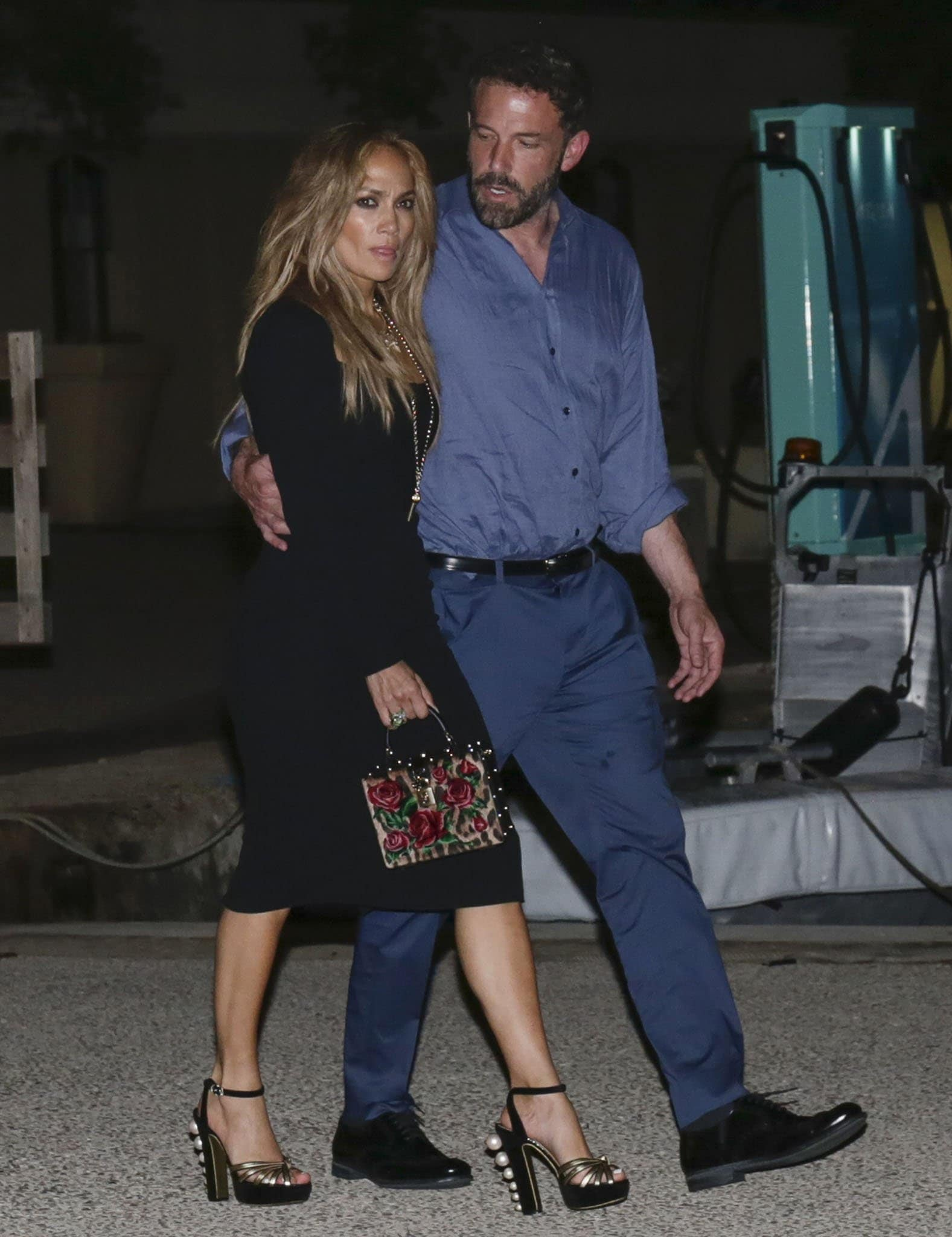 Jennifer Lopez shows off her svelte figure in Dolce & Gabbana LBD