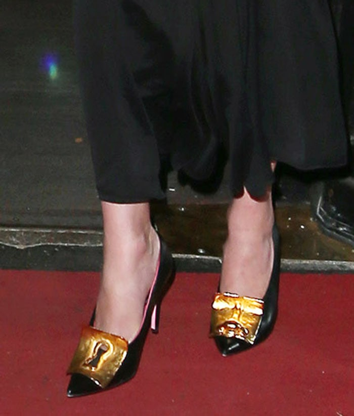 Karlie Kloss pairs her dress with Schiaparelli gold-detailed pumps