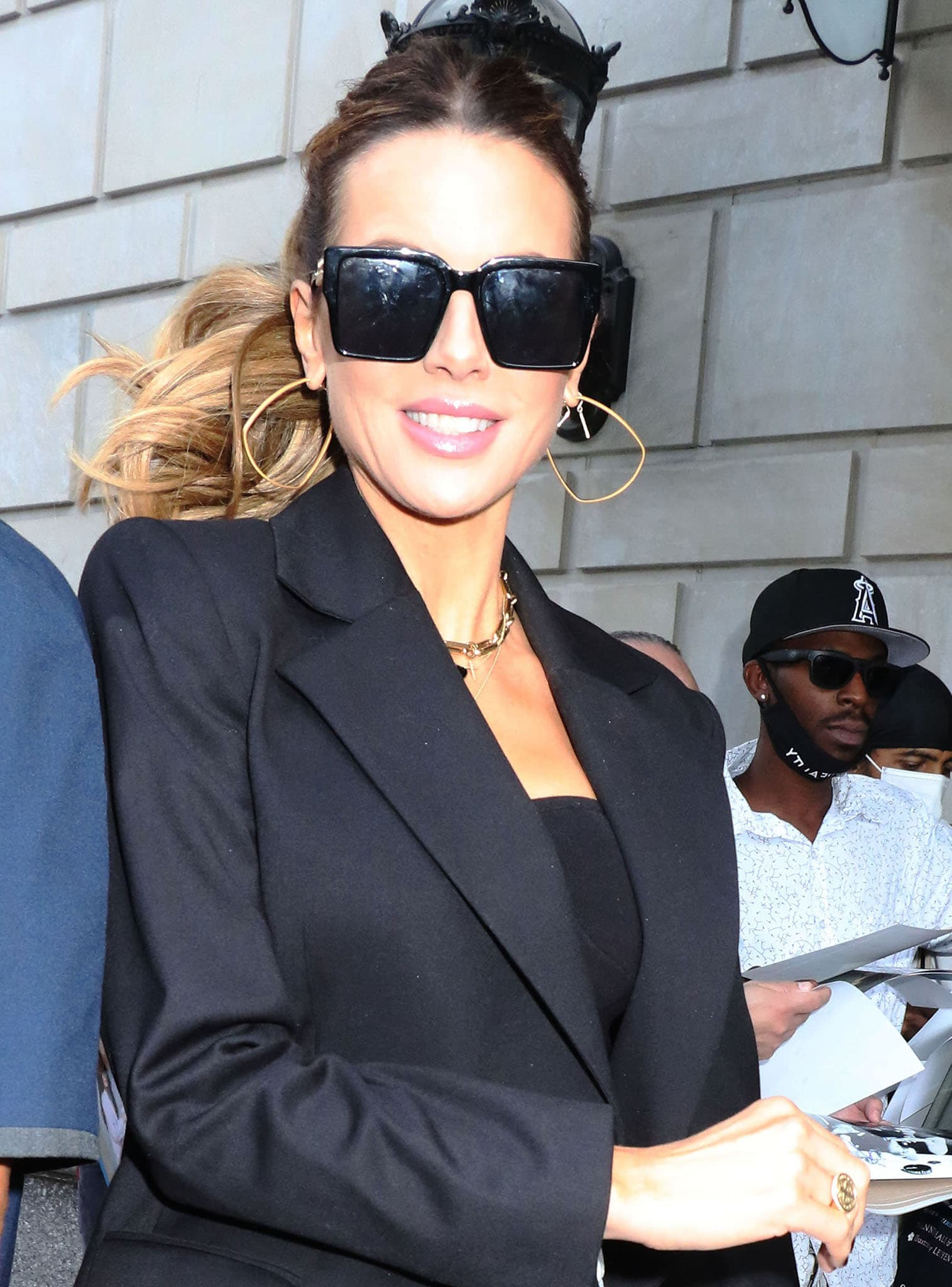 Kate Beckinsale wears pink lipstick and hides her eyes behind a pair of oversized For Art's Sake sunglasses