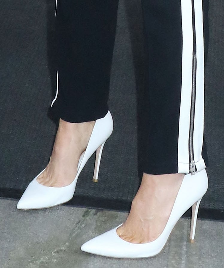 Kate Beckinsale elevates her joggers with pointed-toe white leather pumps