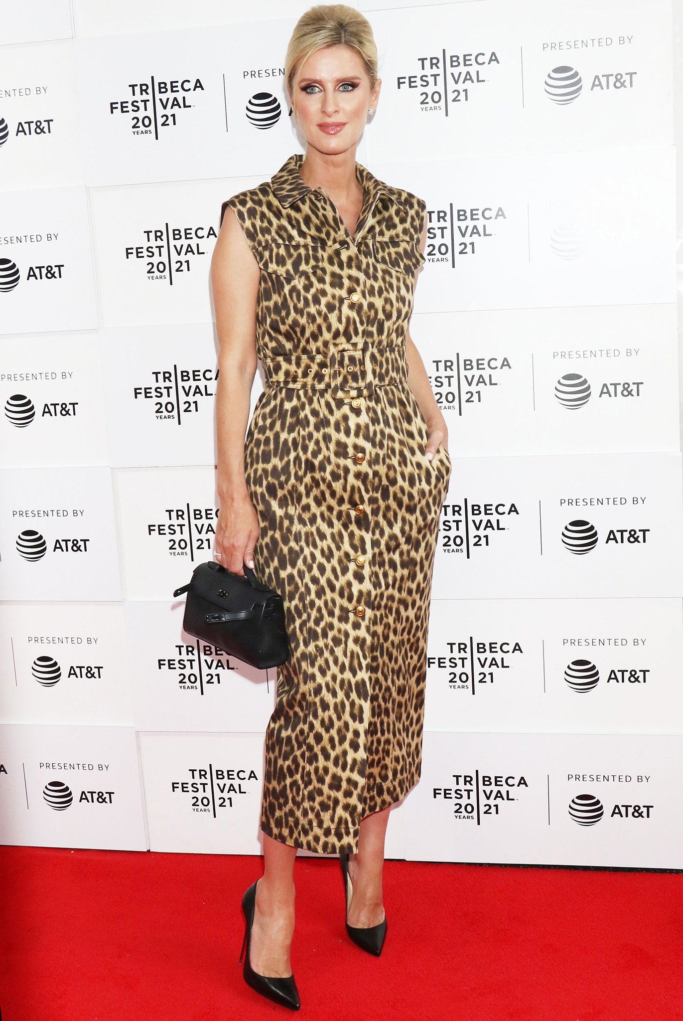Nicky Hilton shows support for her sister in a Sportmax leopard-print shirtdress