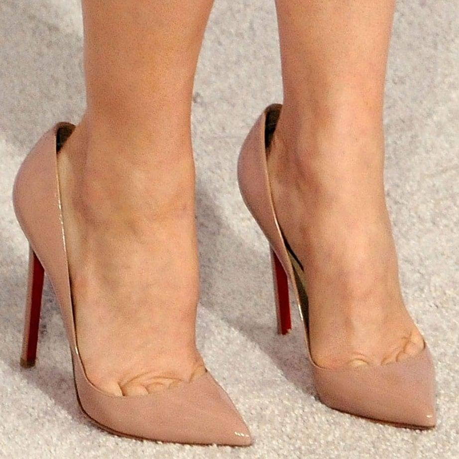 Rachel McAdams shows off her size 7.5 (US) feet