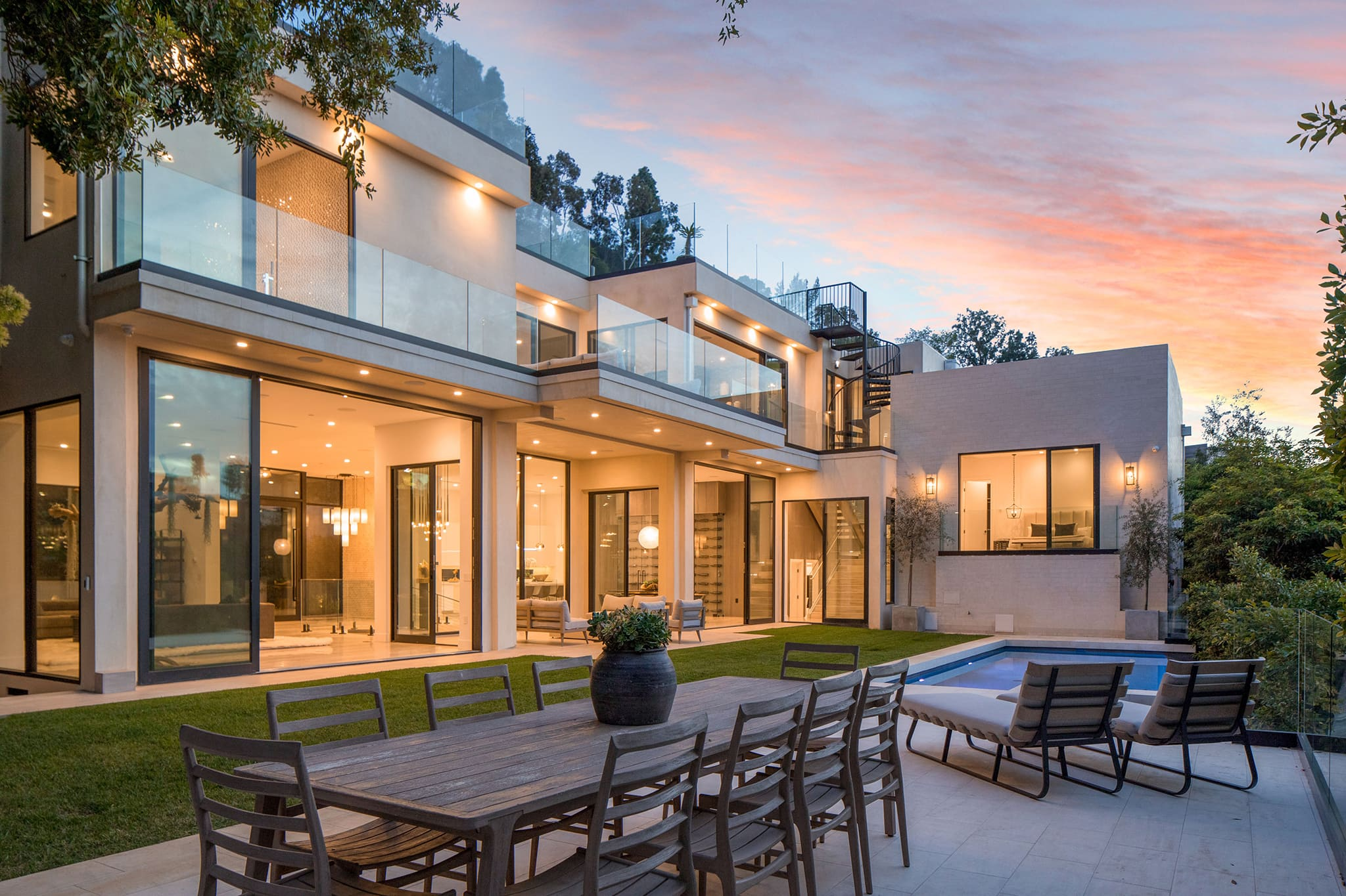 Brooklyn Beckham and Nicola Peltz's 7,700 square-foot mansion has five bedrooms, five bathrooms, an infinity pool, and more