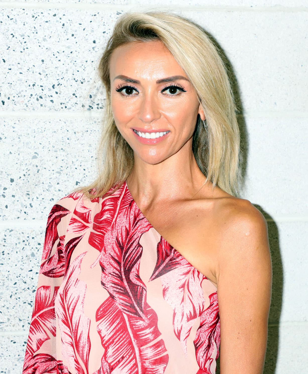 Giuliana Rancic wears soft pink makeup and a side-parted hairstyle