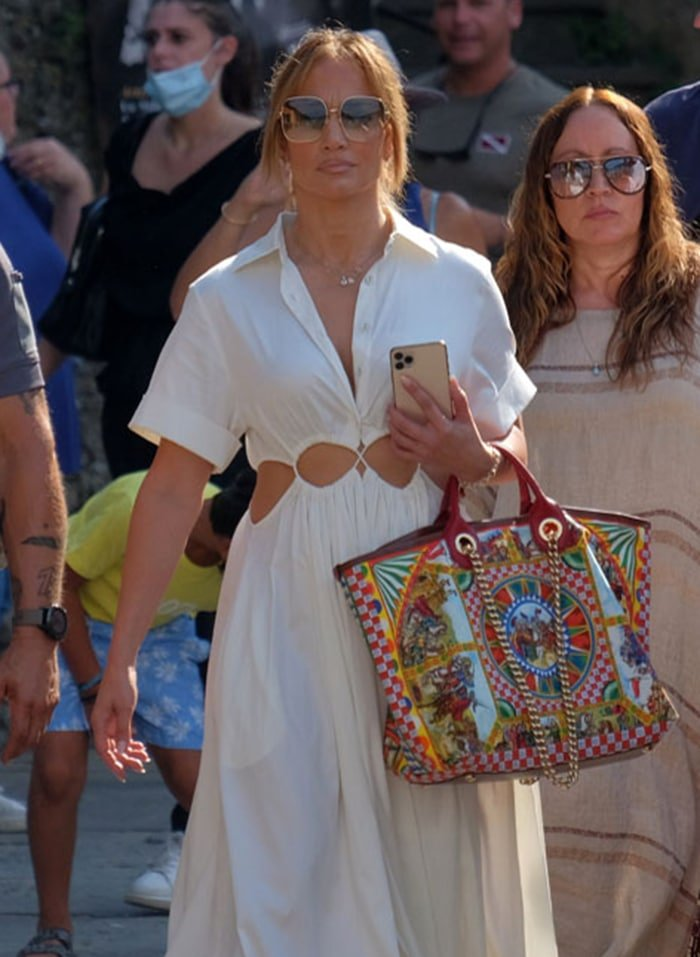 Jennifer Lopez adds color to her white summer outfit with Dolce & Gabbana Carretto Capri canvas tote