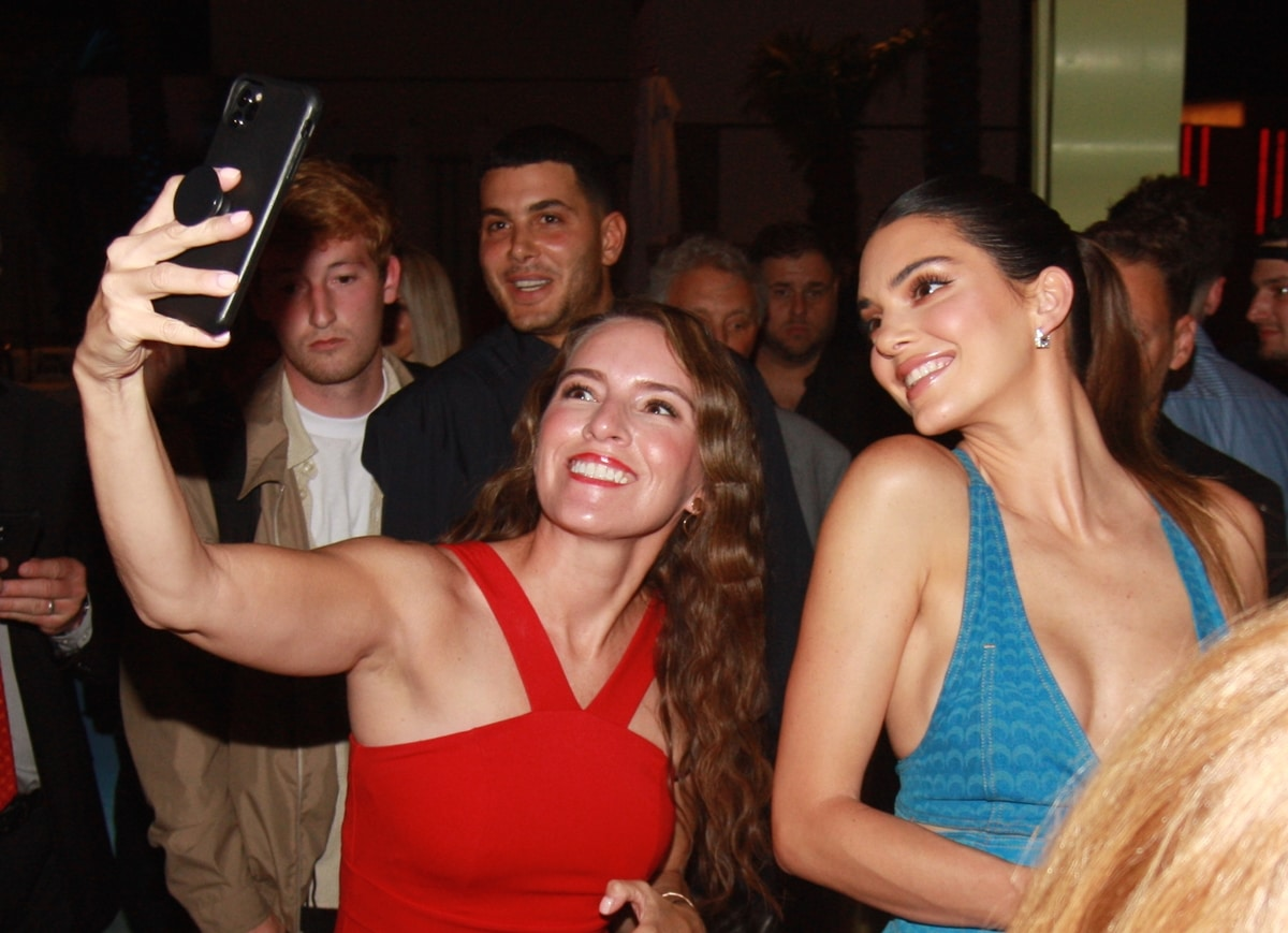 Kendall Jenner poses with some fans at her 818 Tequila launch at Resorts World Grand Opening