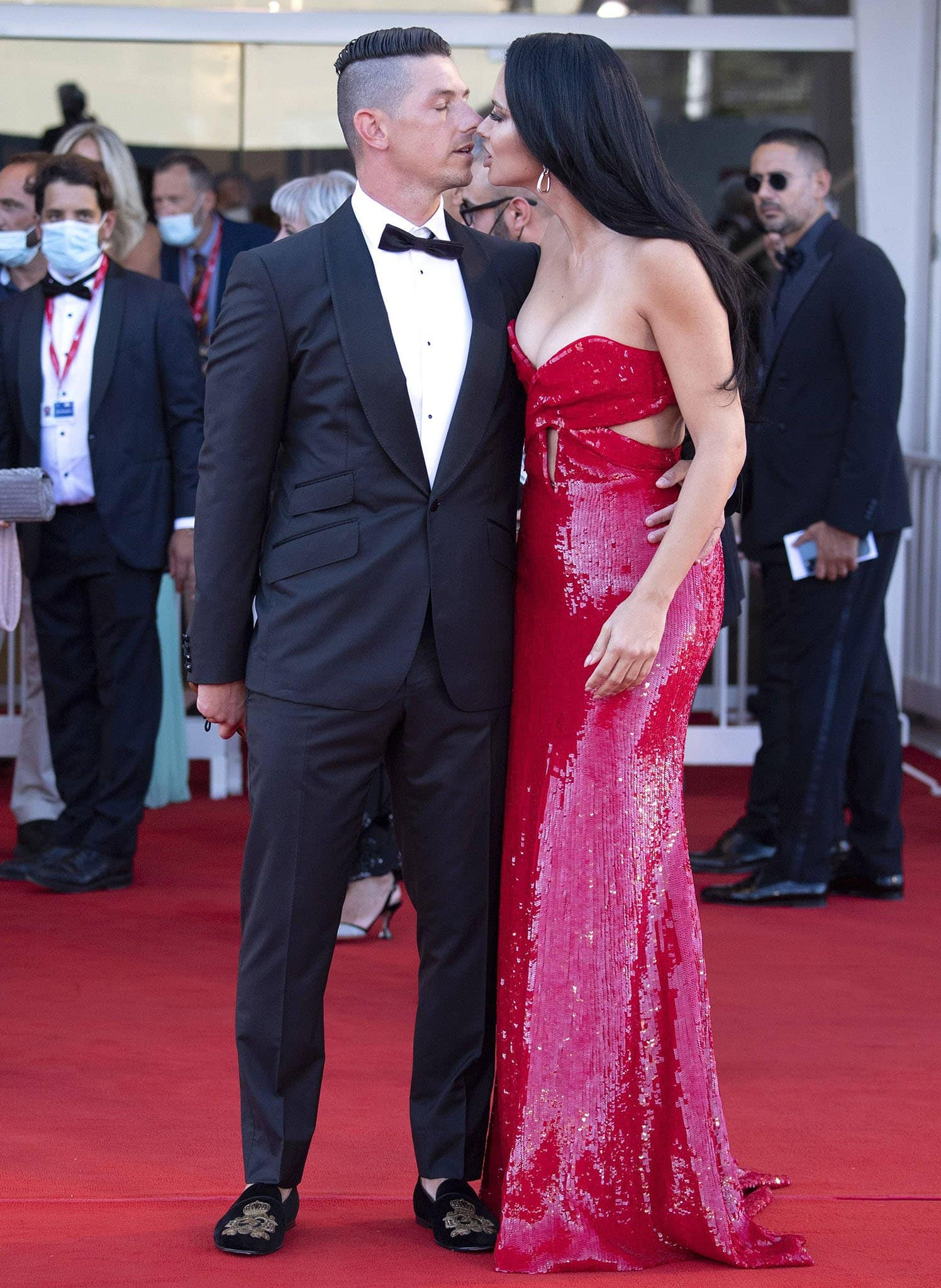 Adriana Lima and her new boyfriend Andre Lemmers III share a kiss at the Madre Paralelas premiere at the Venice Film Festival on September 1, 2021
