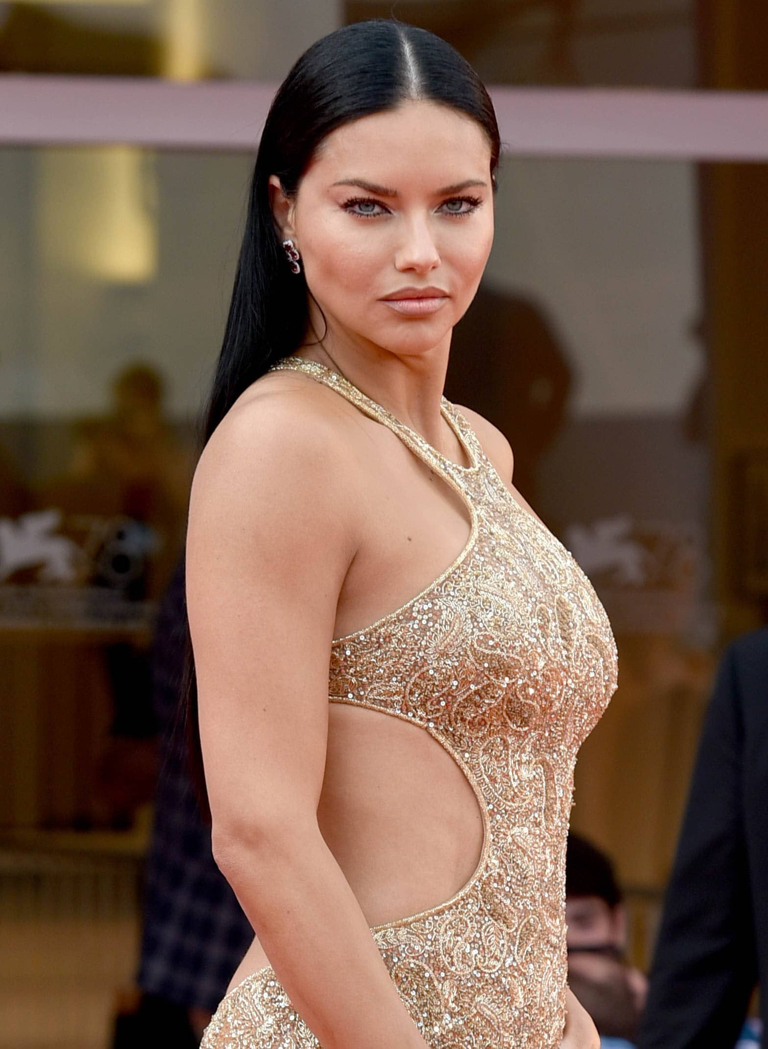 Adriana Lima accentuates her features with mascara, eyeliner, and nude lipstick