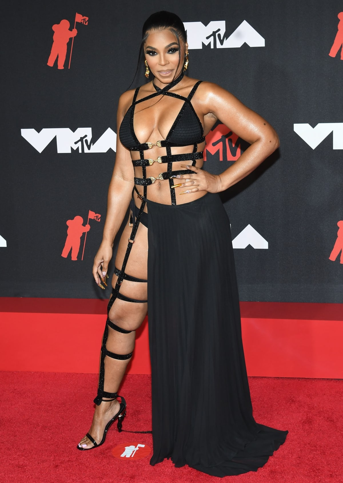 Ashanti in a Michael Costello outfit on the red carpet at the 2021 MTV Video Music Awards