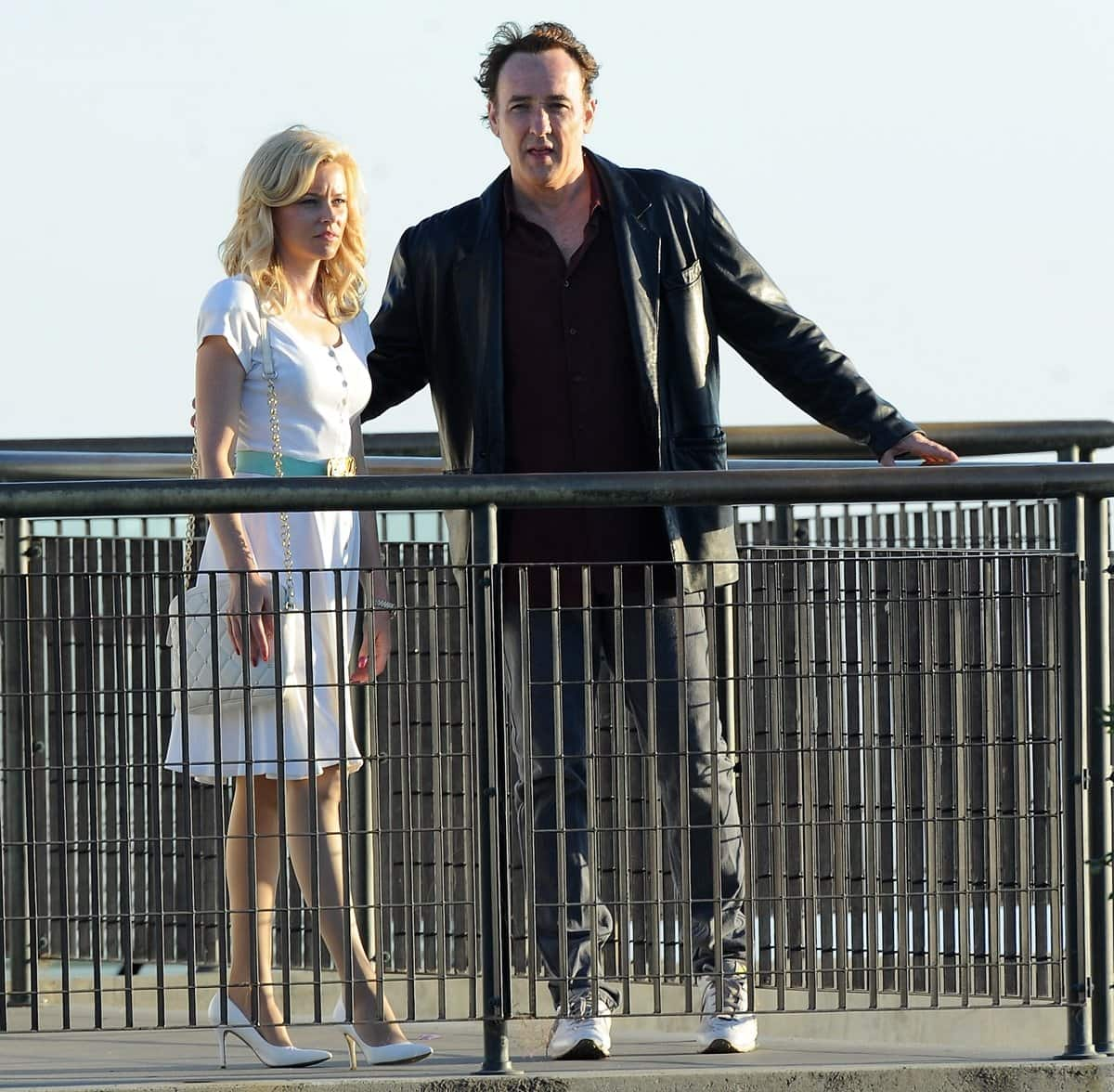 Elizabeth Banks as Melinda Ledbetter and John Cusack as Brian–Future watching the sunset while filming a scene for the 2014 American biographical drama film Love & Mercy