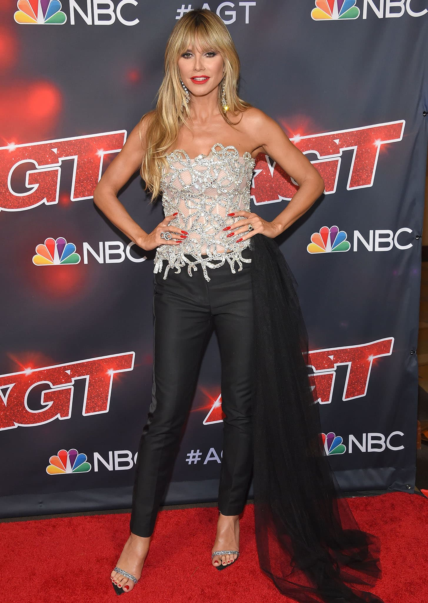 Heidi Klum flaunts her model figure at the America's Got Talent finale held at the Dolby Theatre on September 15, 2021