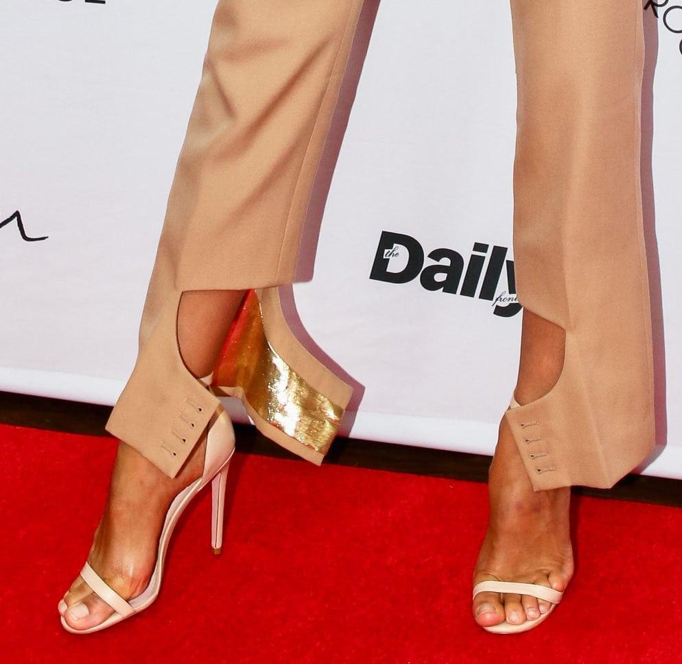 Irina Shayk shows off her feet in classic nude high heels