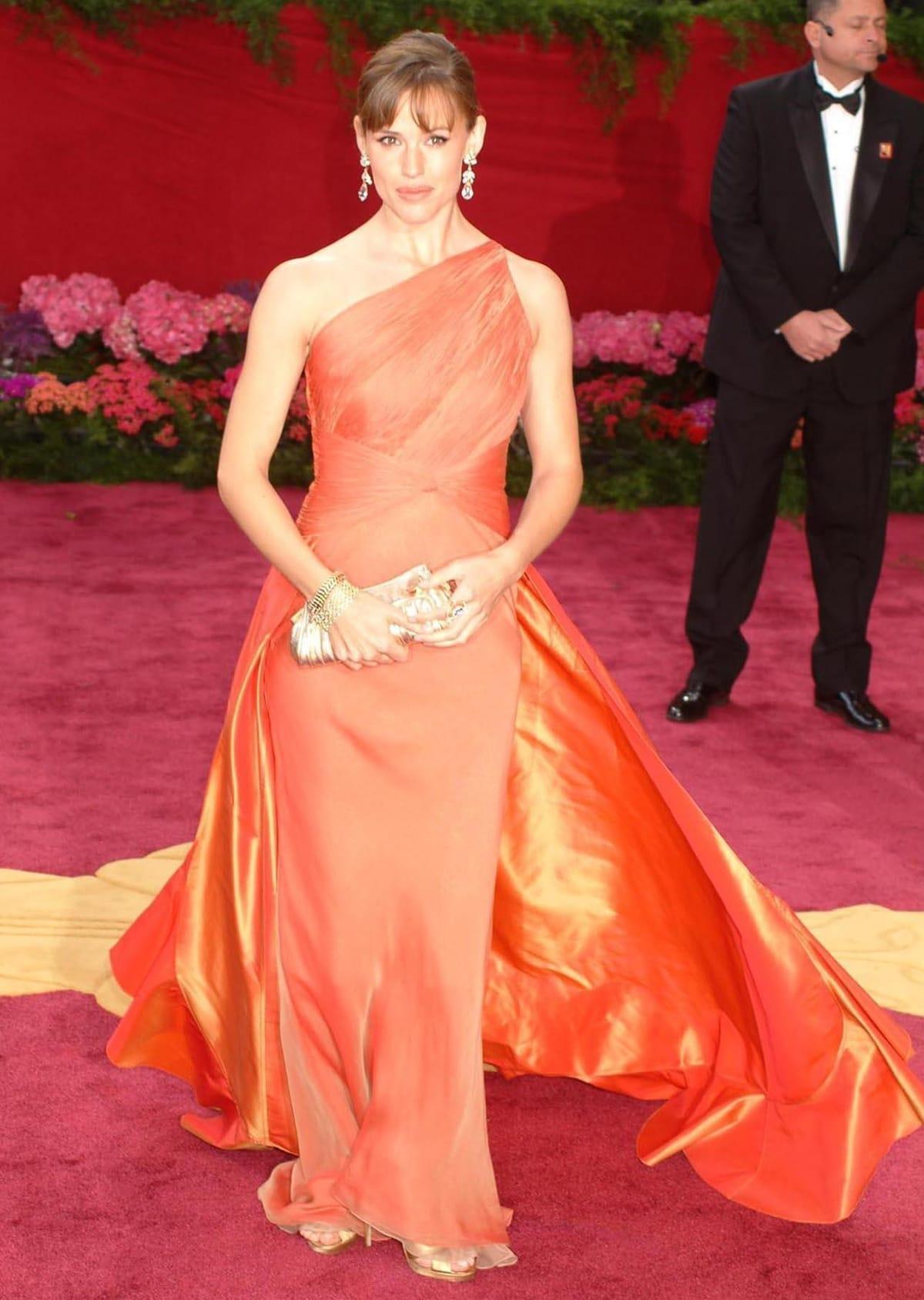 Jennifer Garner in an orange asymmetrical Valentino dress at the 2004 Oscars