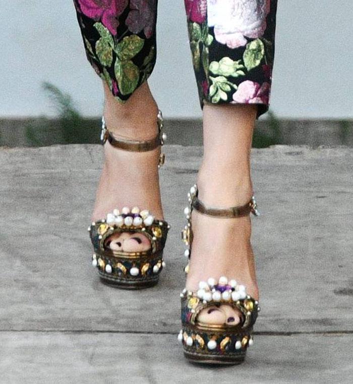 Jennifer Lopez ties her regal look together by showing off her feet in Dolce & Gabbana embellished platform sandals