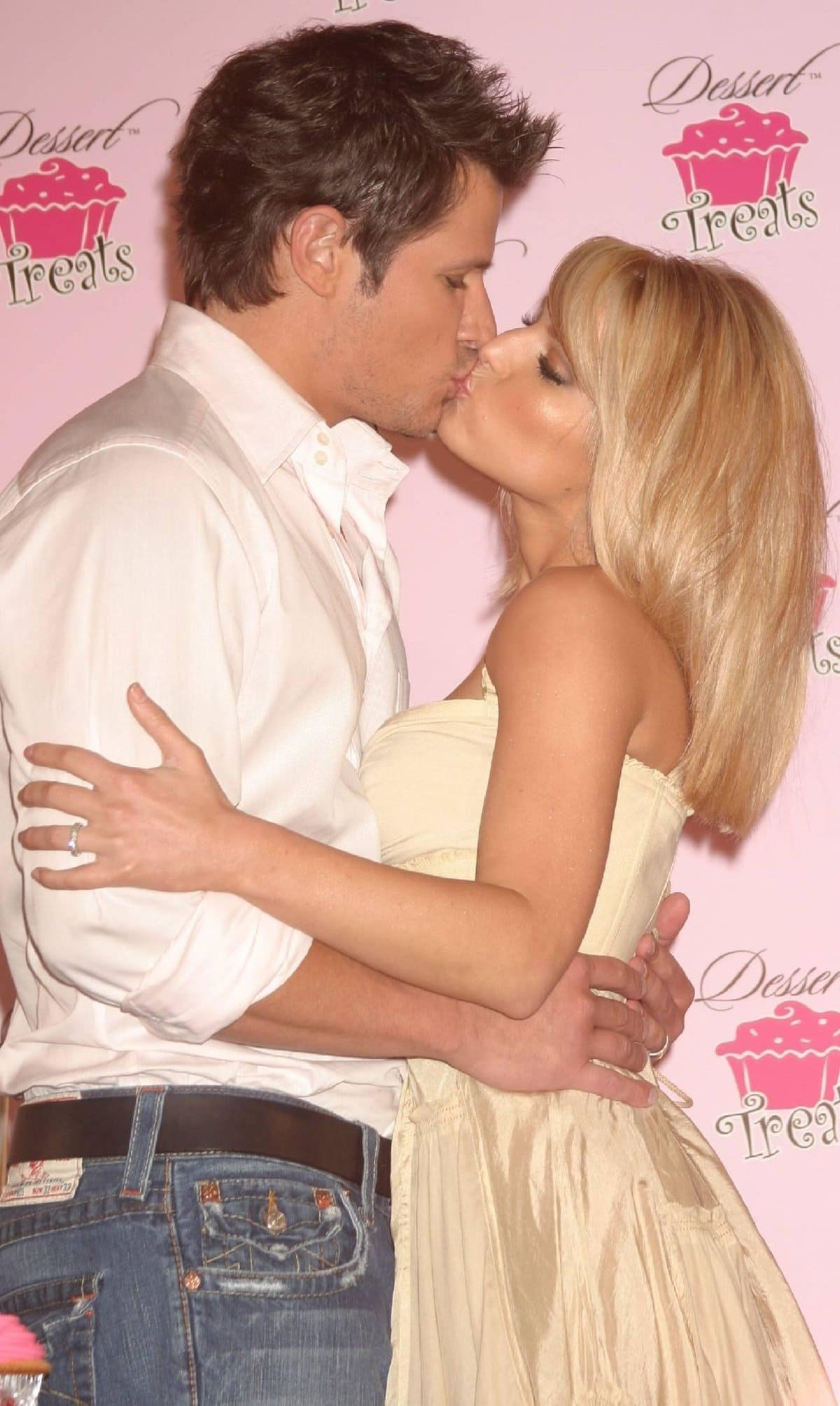 Jessica Simpson and Nick Lachey announced their divorce on November 23, 2005