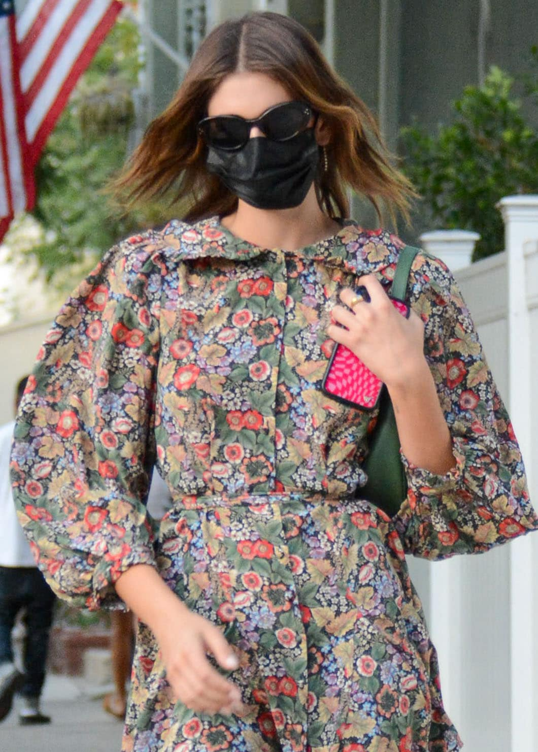 Kaia Gerber wears her short hair loose and keeps a low profile with Celine sunglasses and a black face mask