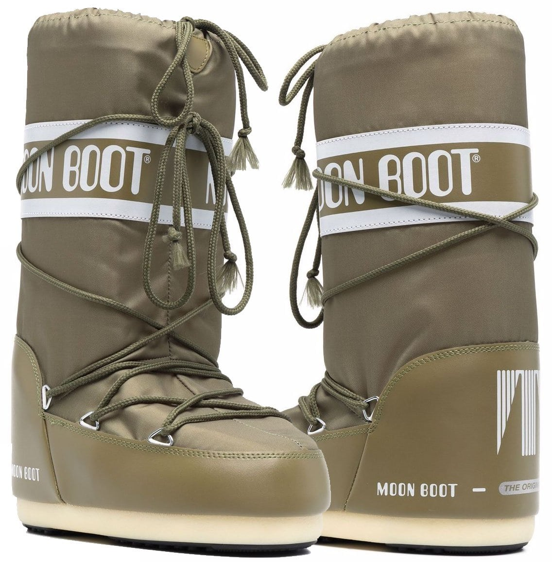 Perfect for any winter activities, the Moon Boots Snow boots have a green paneled design with logo tape detailing and front lace-up fastening