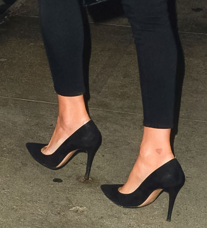 Nicky Hilton completes her evening look with classic black suede pumps