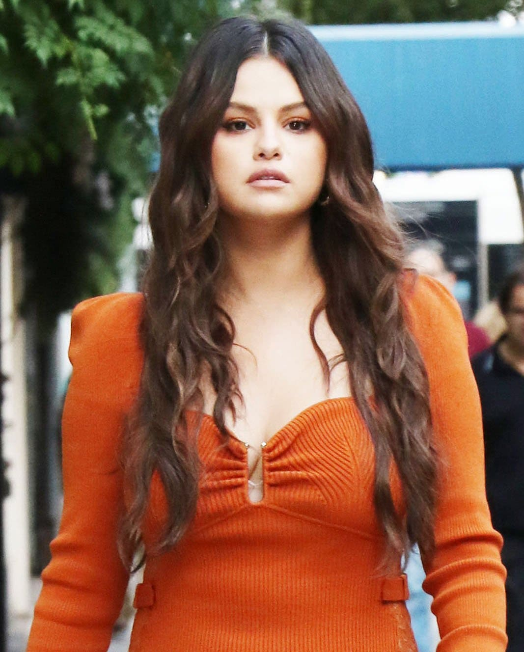 Selena Gomez looks fresh with minimal makeup and wears her long brunette tresses in soft waves