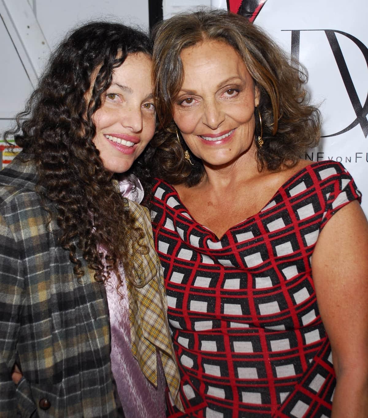 American art curator Tatiana von Fürstenberg with her mother Diane von Fürstenberg, who was born Diane Simone Michele Halfin