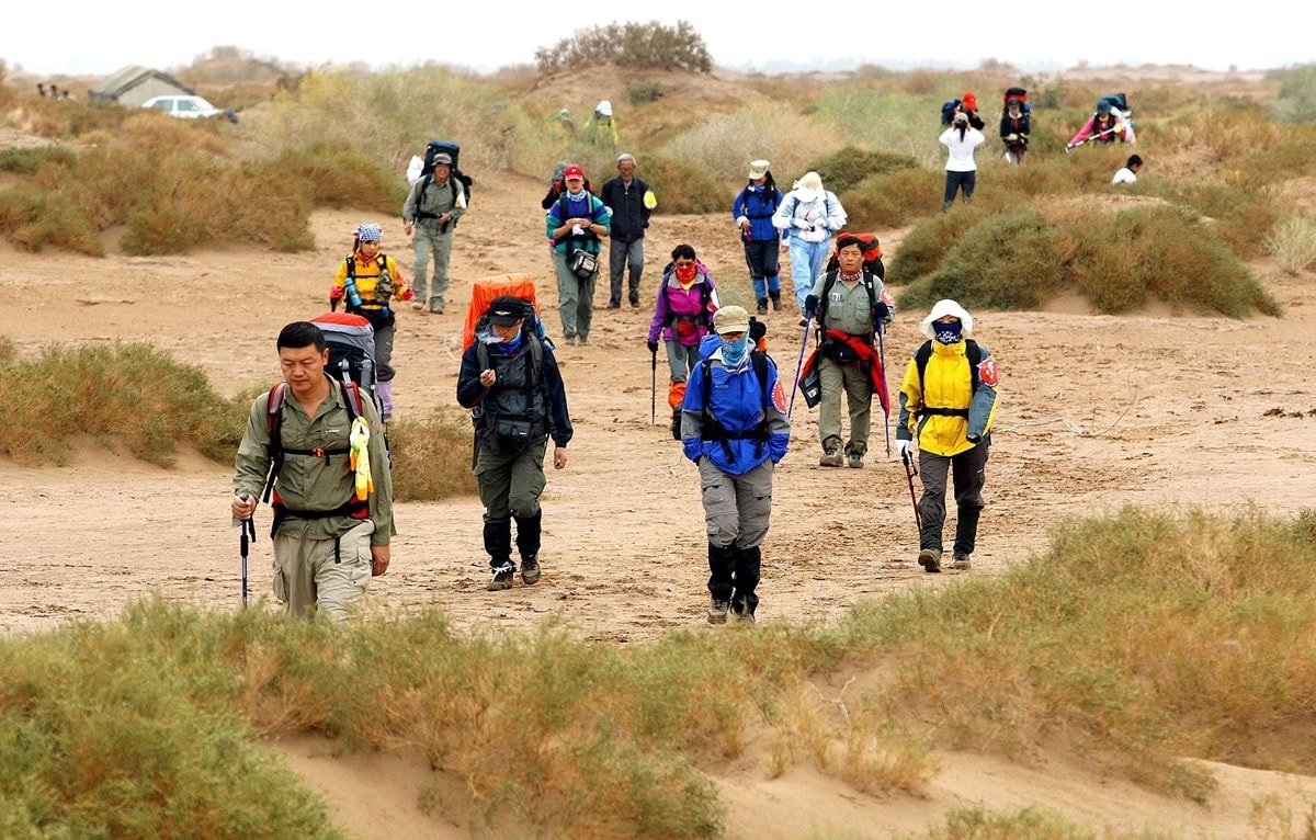 Fans of pedestrianism, also known as competitive walking, hike in the Taklamakan Desert in Southwest Xinjiang in Northwest China
