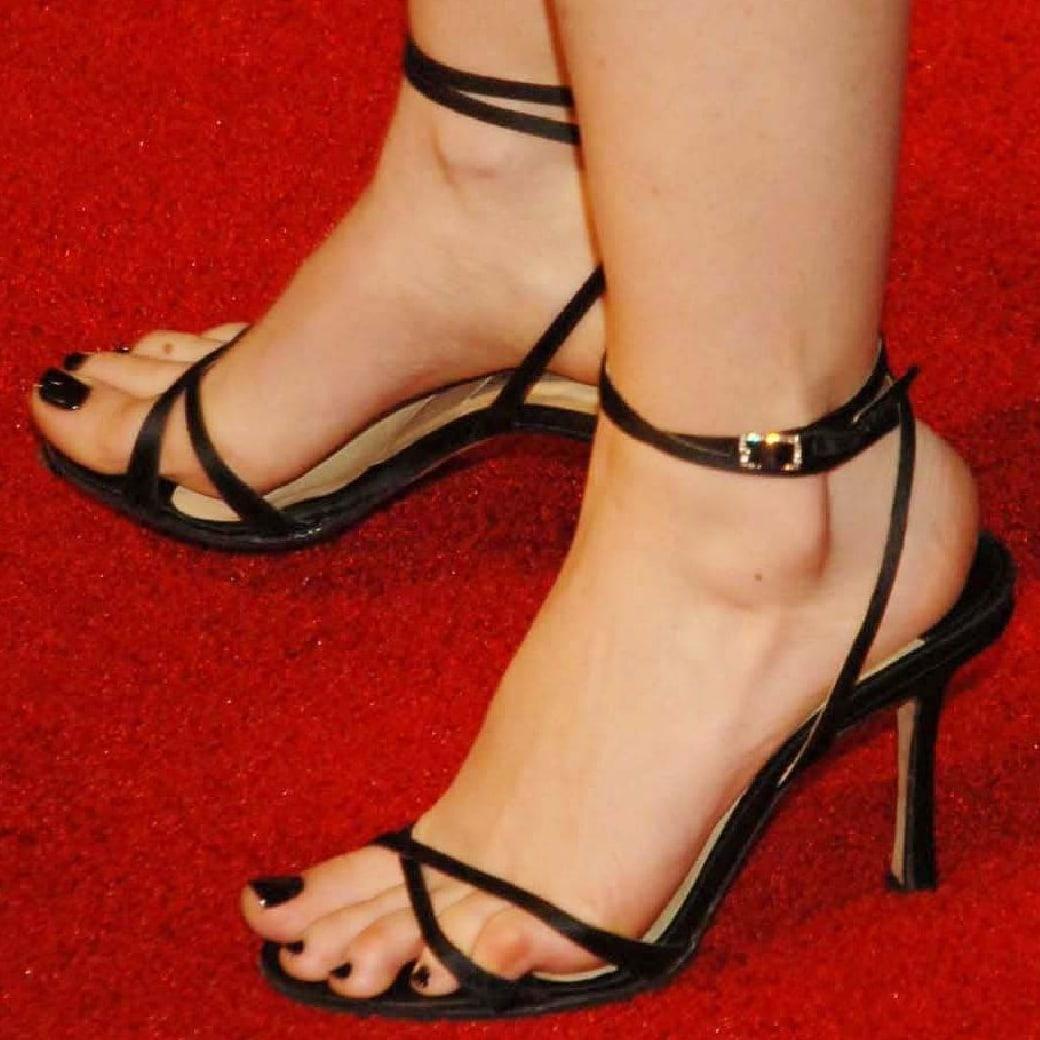 Isla Fisher shows off her feet in black high heels