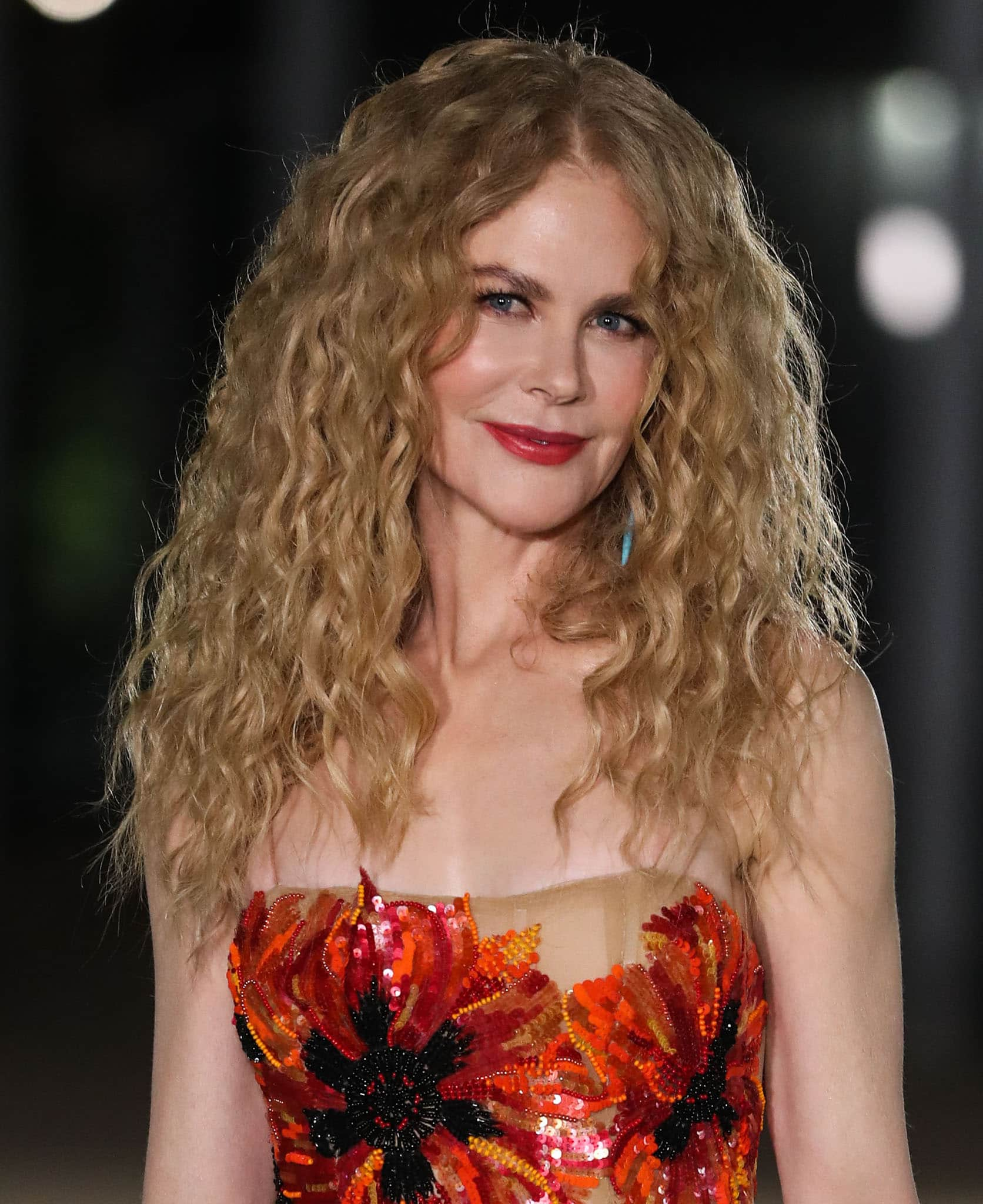 Nicole Kidman brings her natural curls back and glams up with eyeliner and red lipstick
