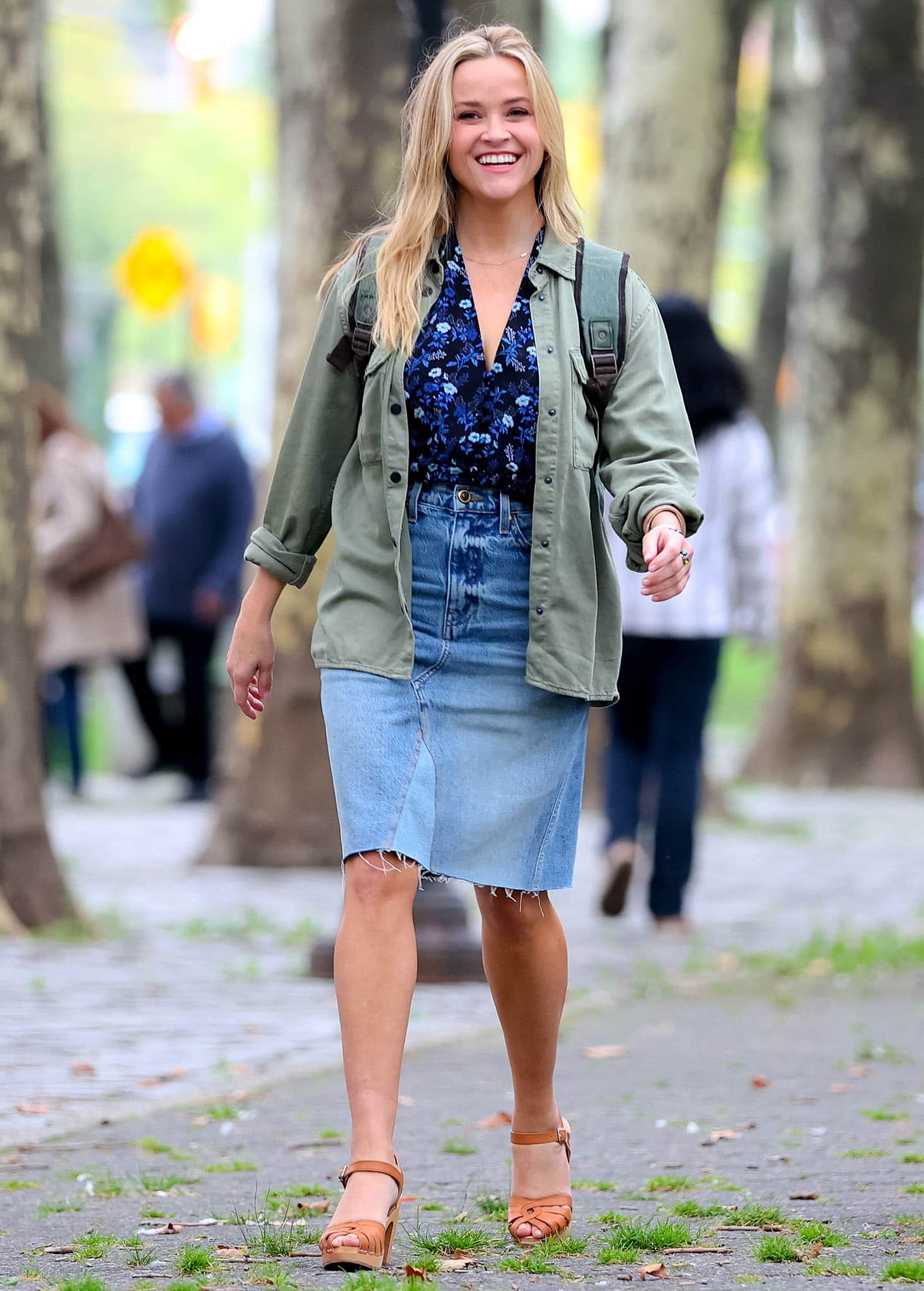 Reese Witherspoon all smiles on the set of her rom-com Your Place or Mine on October 4, 2021